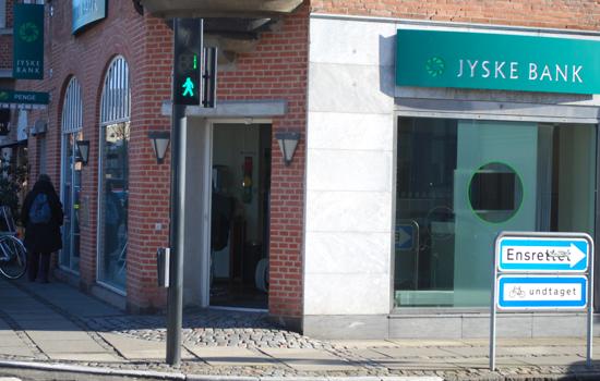 jyske bank åbningstider